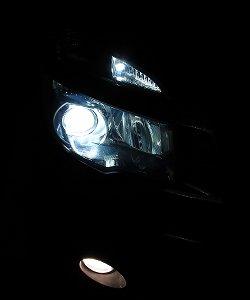 VOXYのヘッドライトバルブをD4Cの6500Kに交換