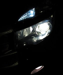 VOXYの純正ヘッドライトバルブ4200K