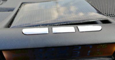 ZEEPIN TPMS タイヤ空気圧モニターC240 めくれ上がったソーラーパネル部分