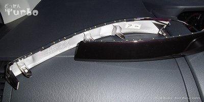 VOXYヘッドライトガーニッシュ裏にテープLED貼り付け