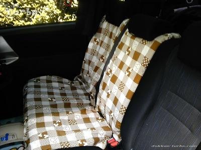 VOXYセカンドシートにカバーを装着01