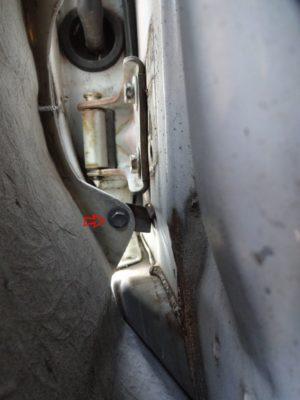 180SX:フェンダー固定ネジ位置ドア側下部