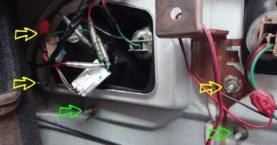 運転席側テールの固定用ナット位置