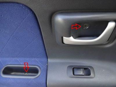 ラパン左前ドア内張り固定位置:プラスネジ