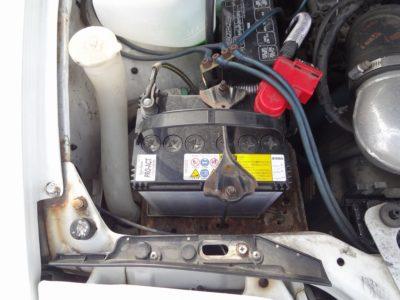 180SXのバッテリー搭載位置