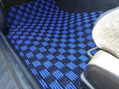 MKショップのフロアマットに交換 助手席側