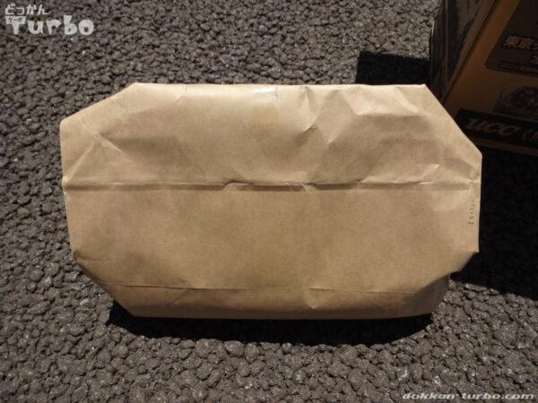 紙袋に入れてしっかり封をする